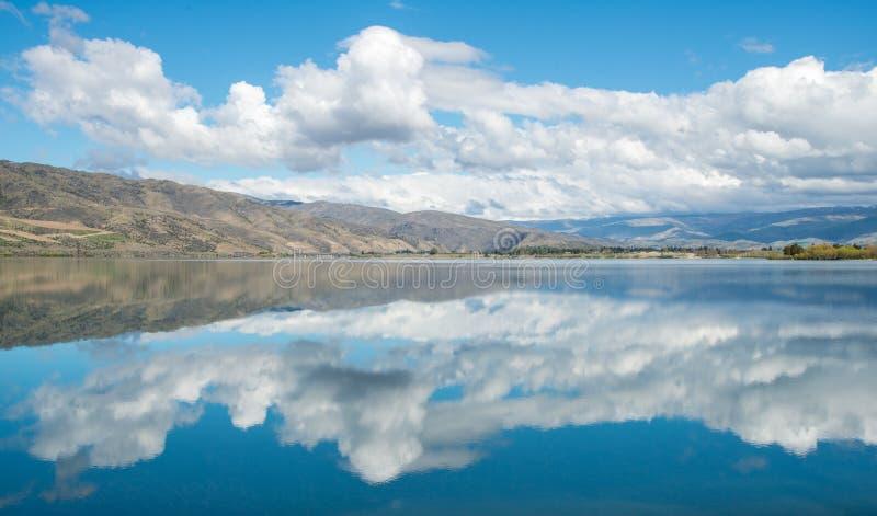 La vue spectaculaire du lac Dunstan en île du sud, Nouvelle-Zélande photo stock