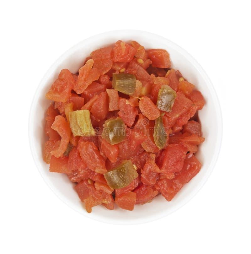 Poivrons avec les tomates découpées dans la cuvette photo libre de droits