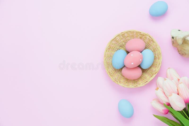 La vue supérieure de Tableau a tiré du concept heureux de fond de vacances de Pâques de décorations photographie stock libre de droits