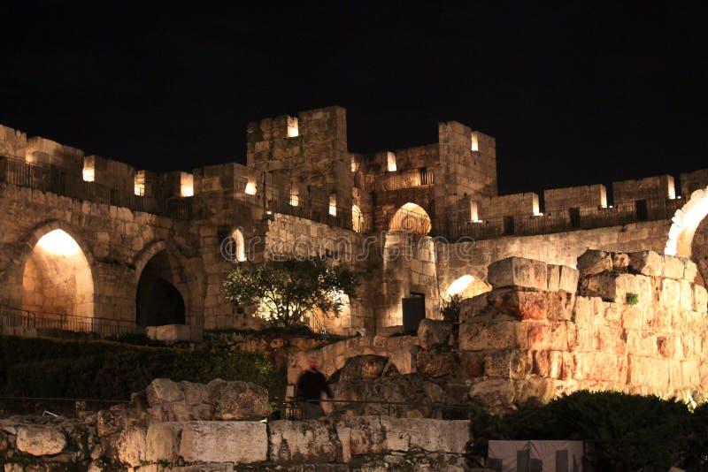 La yarda de Jerusalén en la noche imagen de archivo