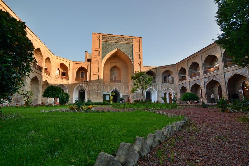 La yarda interna Kukeldash Madrasah tashkent uzbekistan foto de archivo