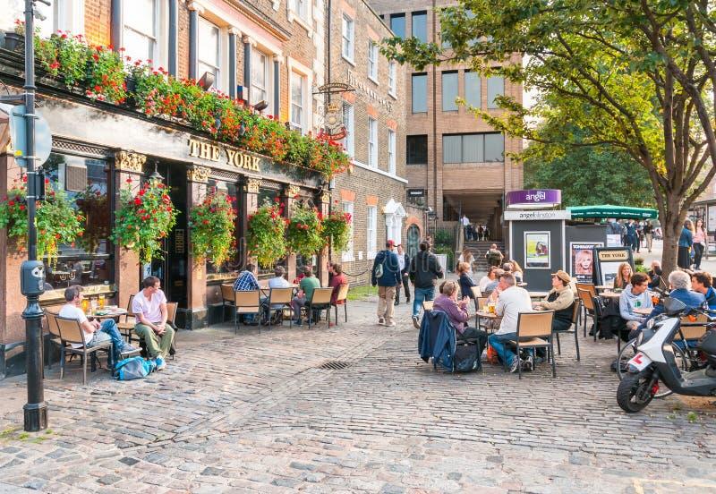 La York - pub británico tradicional imagenes de archivo