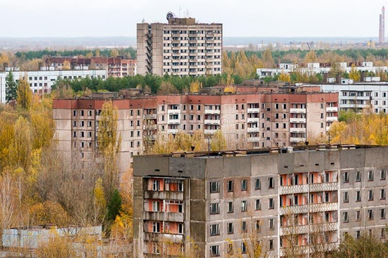 La zona de exclusión de la ciudad de Pripyat del alto vacia el edificio abandonado Autumn Time Chernobyl, Ucrania imagenes de archivo