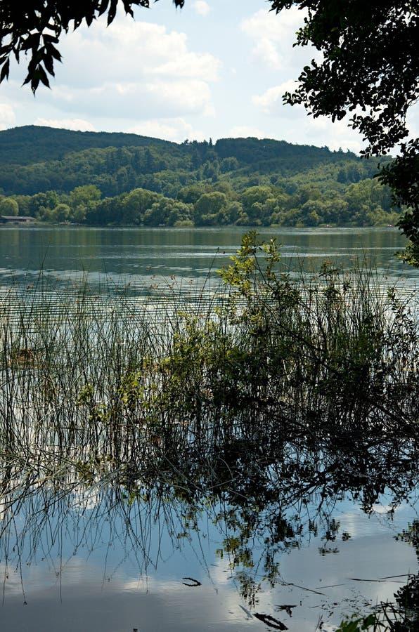 Laach jezioro (Laacher Widzii) fotografia stock
