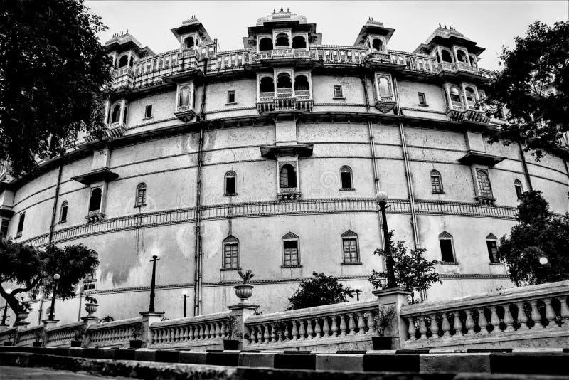 Laag de stadspaleis udaipur Rajsthan India van de engelenmening een architect van diversiteit en cultuurbezit en royality stock foto