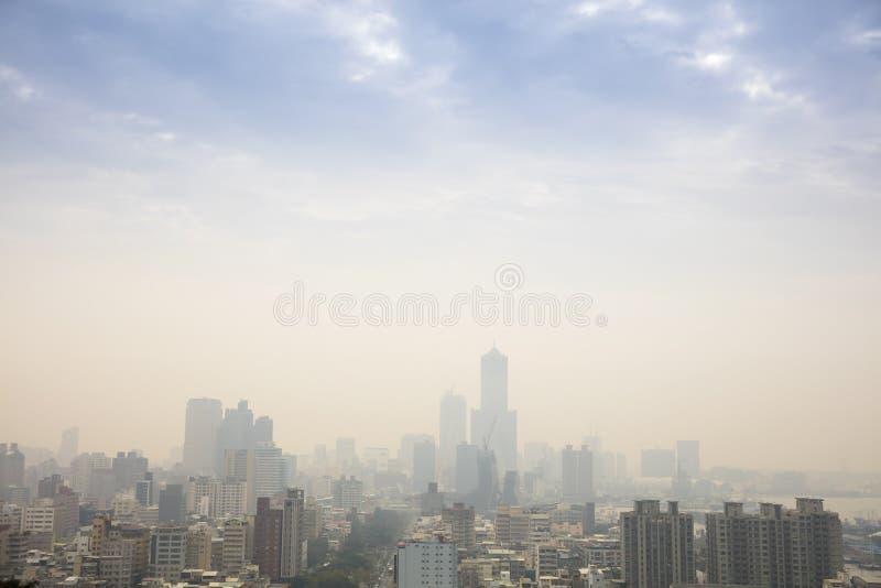 Laag die zicht door smog in kaohsiungstad wordt veroorzaakt royalty-vrije stock foto's