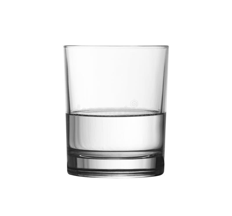 Laag half volledig glas water dat met het knippen van weg wordt geïsoleerde stock afbeelding