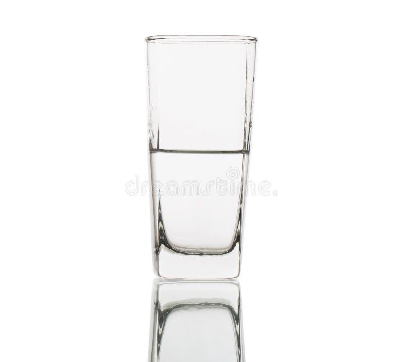 Laag half volledig glas water dat met het knippen van weg wordt geïsoleerde royalty-vrije stock foto's