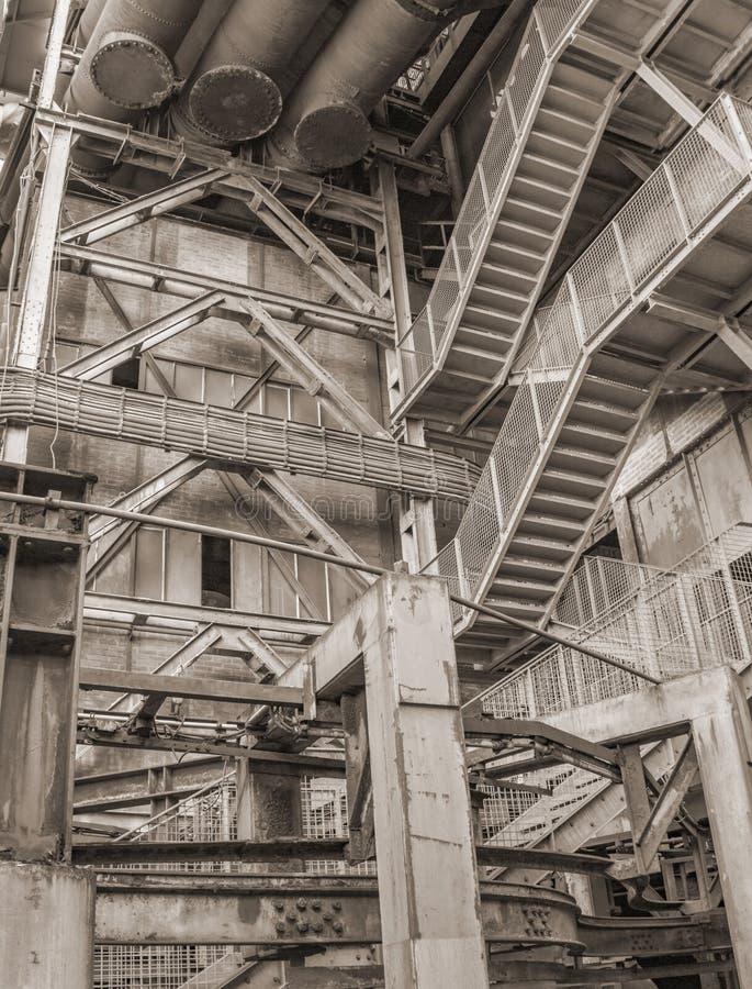Laag hoek industrieel landschap stock foto's