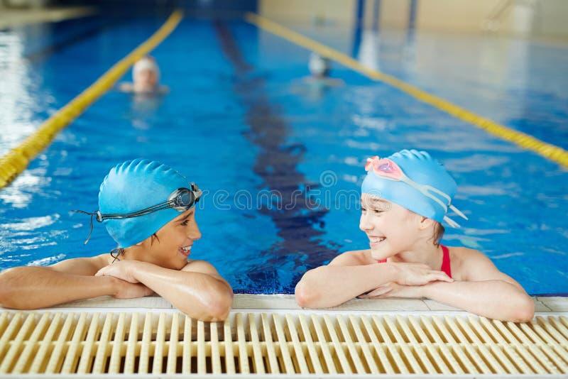 Laat gaan zwemmend! stock foto