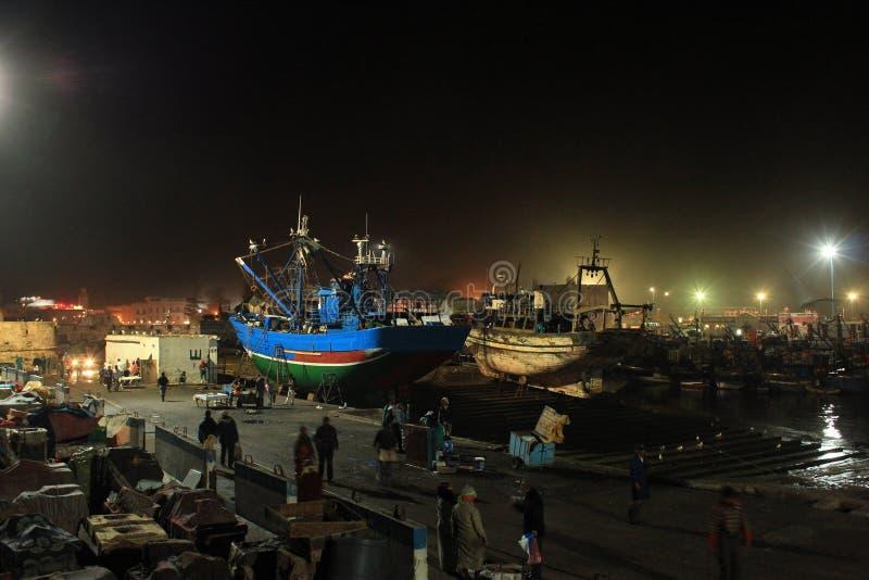 Laat - nacht die in vissershaven werken royalty-vrije stock foto's