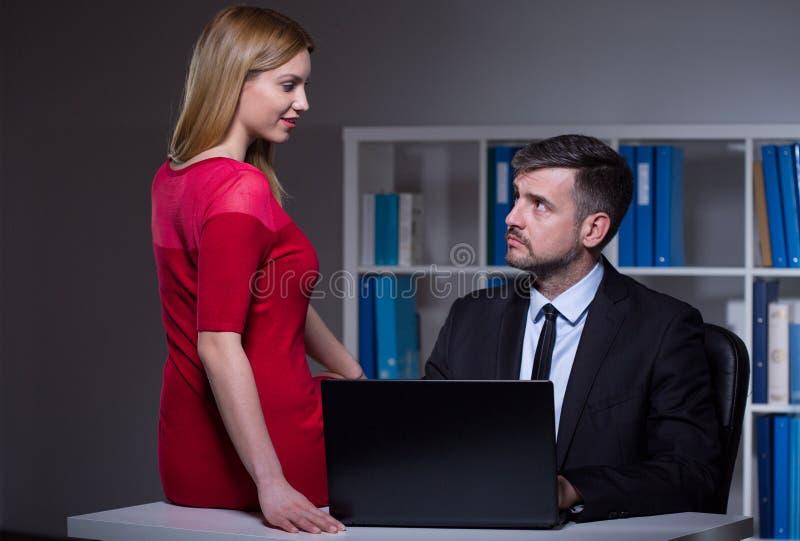 Laat op kantoor stock afbeeldingen