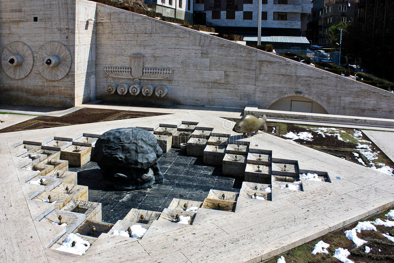 Laatste Dive Sculpture en Cascade in Yerevan Armenië stock foto