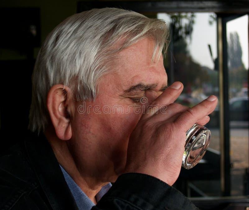 Laatste gulzig drinkt op stock foto