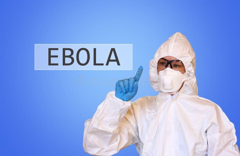 Lab naukowiec w zbawczym kostiumu rysunku słowa ebola zdjęcie stock