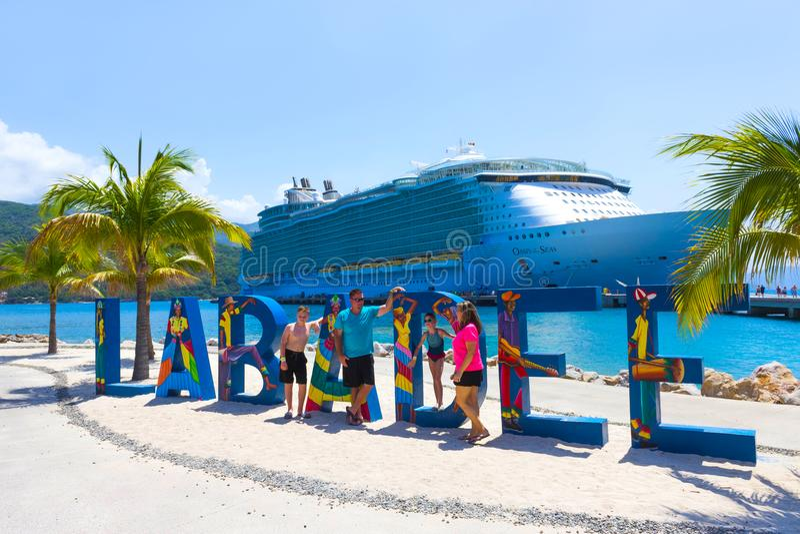 LABADEE, ΑΪΤΗ - 1 ΜΑΐΟΥ 2018: Βασιλική καραϊβική όαση κρουαζιερόπλοιων των θαλασσών που ελλιμενίζονται στον ιδιωτικό λιμένα Labad στοκ φωτογραφίες με δικαίωμα ελεύθερης χρήσης