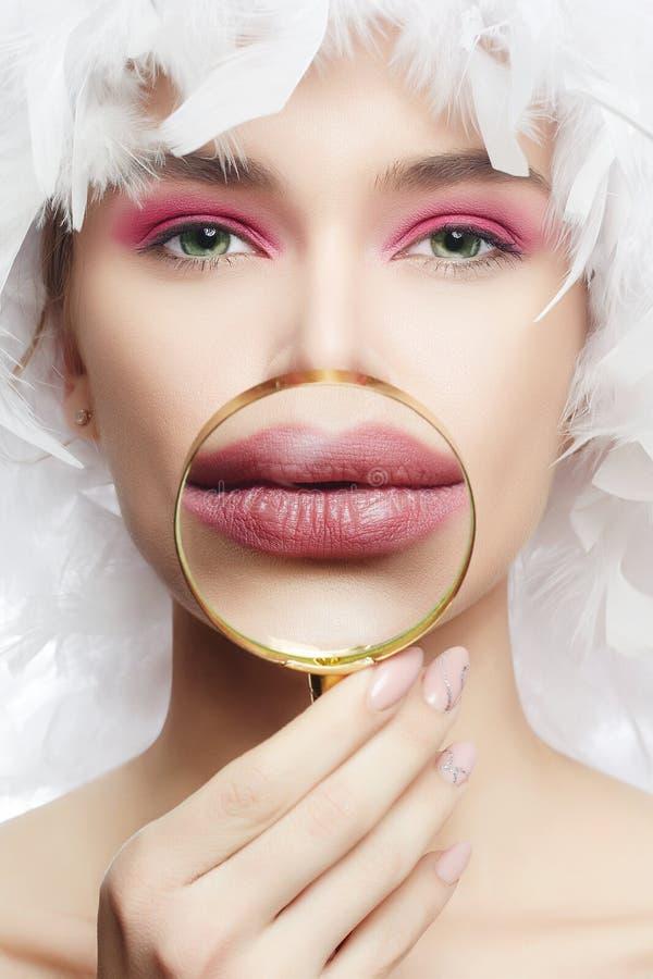 Labbra del ` s della ragazza in uno zoom Bellezza, trucco, aumento del labbro immagini stock