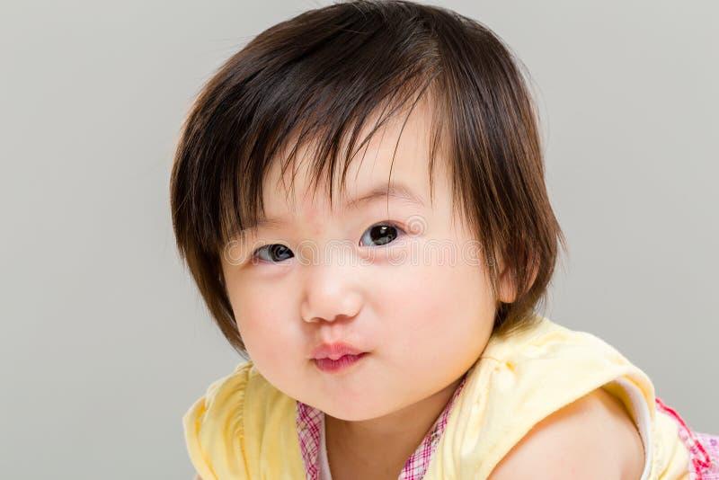 Labbro sporgente le labbra della bambina immagine stock