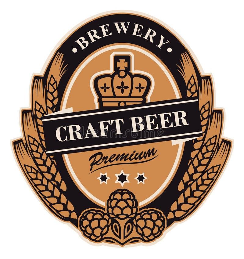 Label de bière avec des oreilles, des houblon et la couronne de blé illustration de vecteur