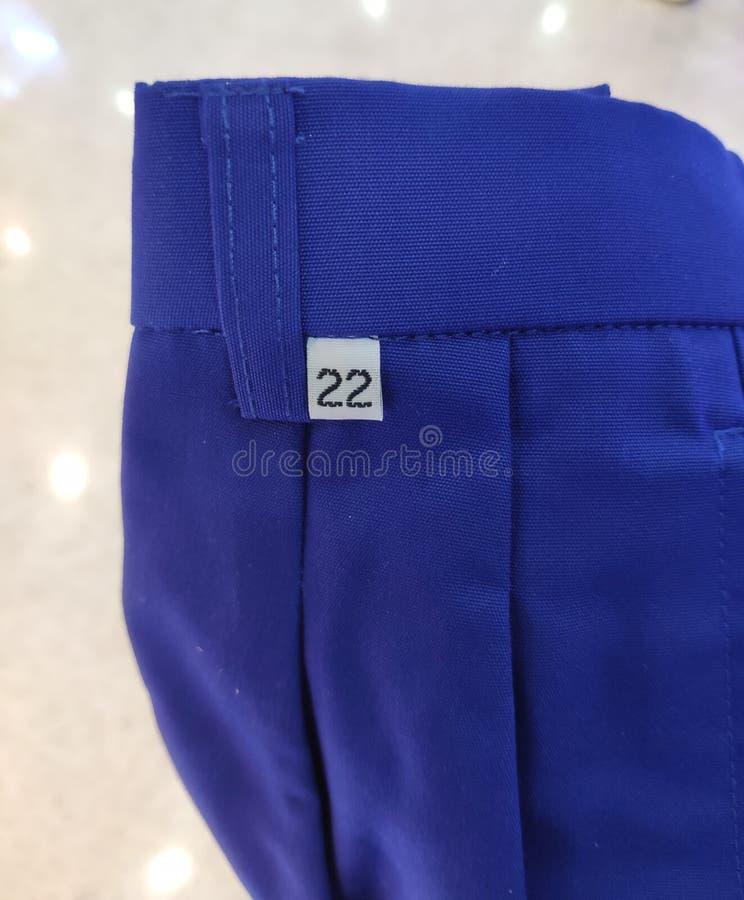 Label de taille sur des shorts bleus image stock