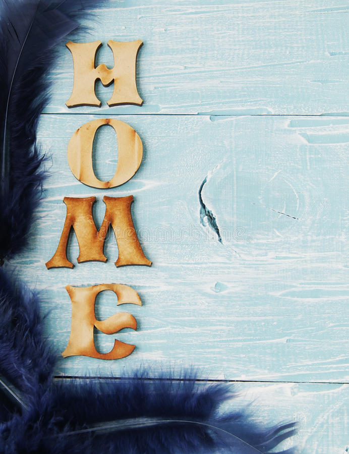 Label - maison sur le fond en bois photo libre de droits