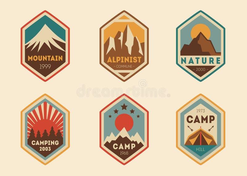 Labels de vintage de montagne, insignes illustration stock