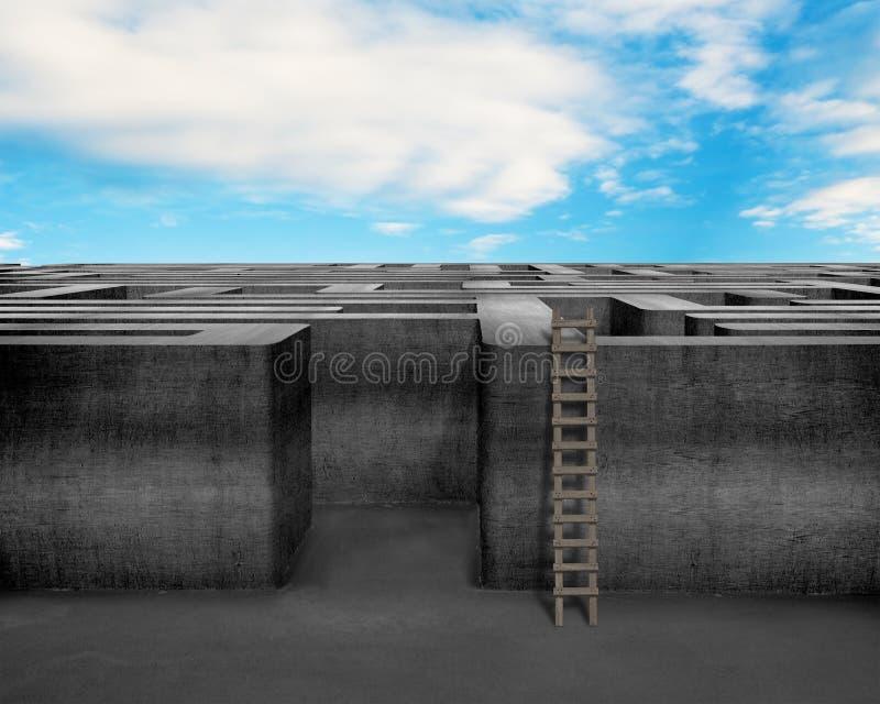 Laberinto con la escalera de madera y el cielo azul foto de archivo
