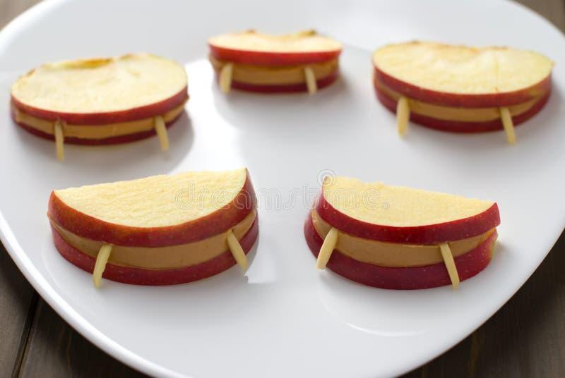 Labios de la manzana del vampiro de Víspera de Todos los Santos imagen de archivo libre de regalías