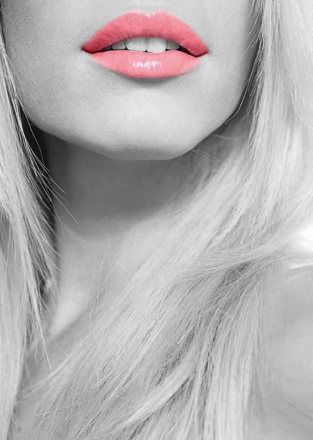 Labios rojos hermosos fotos de archivo libres de regalías