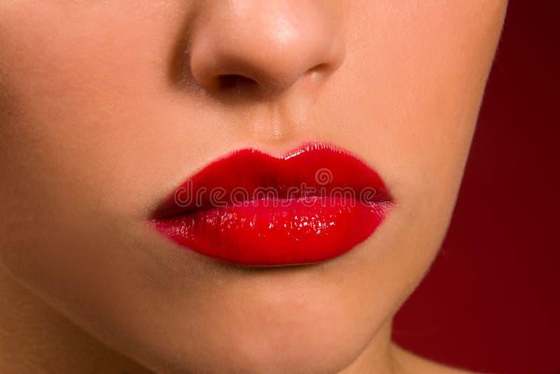 Labios sensuales con el lápiz labial rojo imagen de archivo libre de regalías
