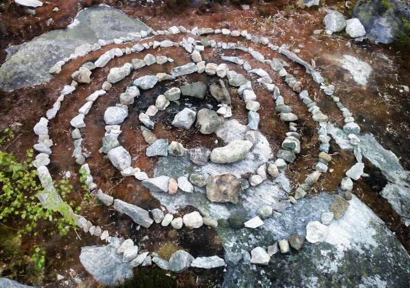 labirinto espiral feito de pedras imagem de stock royalty free
