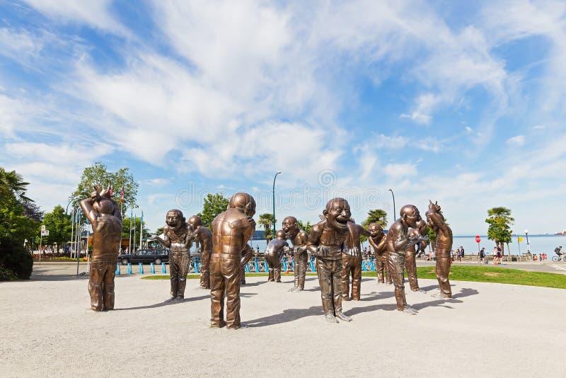 Labiryntu śmiechu brązowa rzeźba w Morton parku na Czerwu 25, 2017 w Vancouver, Kanada Instalacja pokazuje figlarność, radość fotografia royalty free
