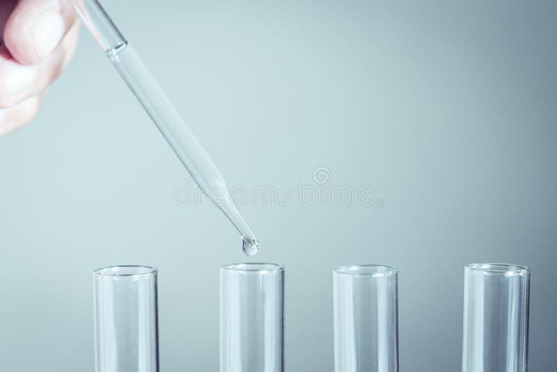 Laborancka pipeta z kroplą zdjęcia stock