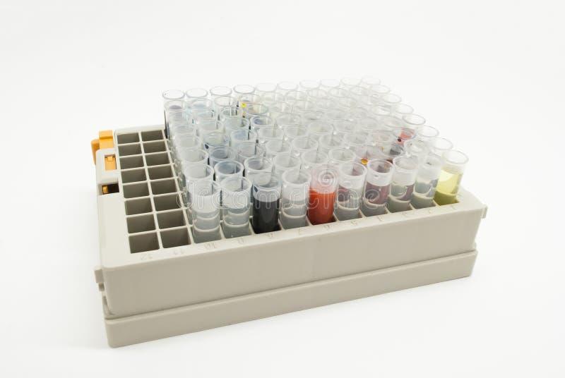 Laborancki testowanie Nauki laboratorium badawczego wyposażenie Pudełka z żarówkami ciecze pełno zamykają w górę obrazy stock