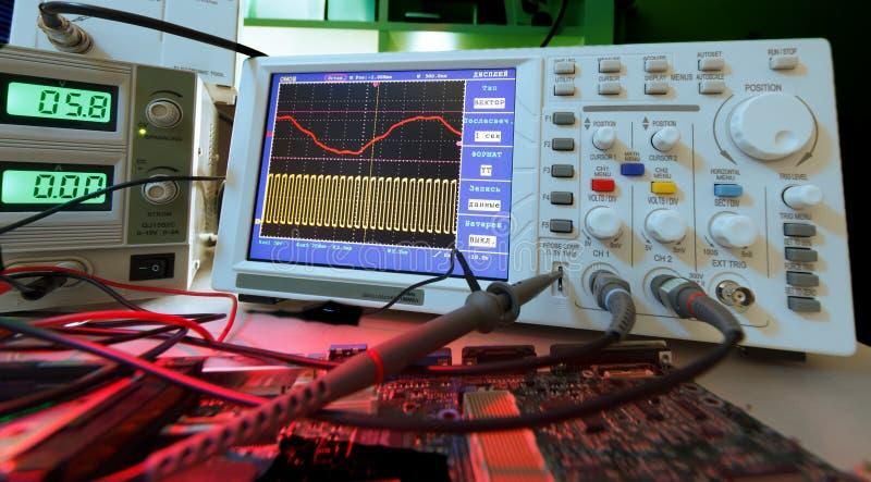 Download Laboratório de eletrônica imagem de stock. Imagem de circuito - 26521781