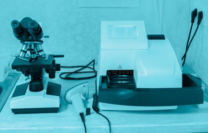 Laboratório de pesquisa da ciência do equipamento de laboratório fotografia de stock