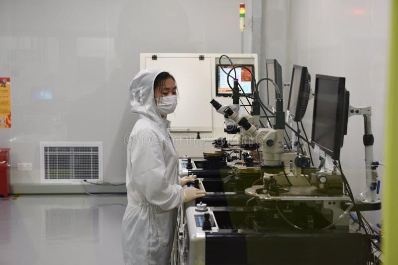 Laboratório microscópio-Dustless do elétron fotografia de stock royalty free