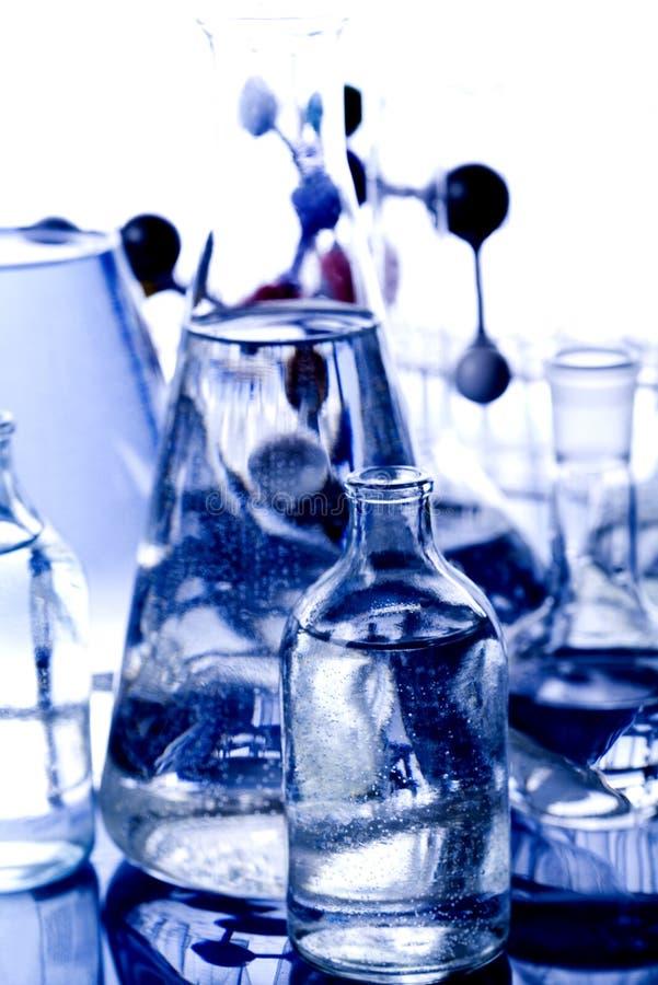 Download Laboratoire en verre photo stock. Image du glace, couleurs - 8669926