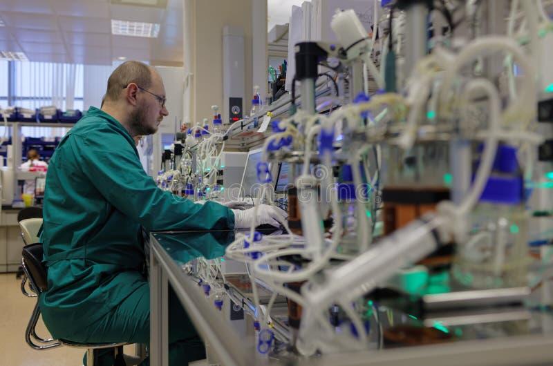 Laboratorio di ricerca della società di biotecnologia BIOCAD fotografia stock