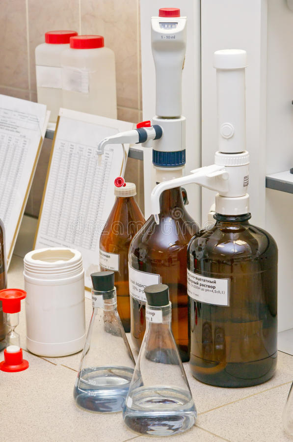 Laboratorio químico imagen de archivo libre de regalías