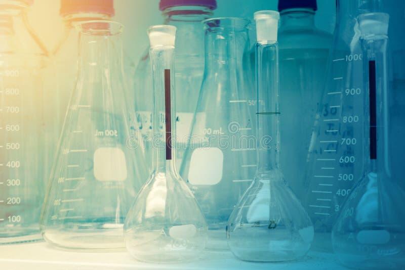 Laboratorium badanie - Naukowy Glassware lub zlewki Dla Chemic zdjęcie stock