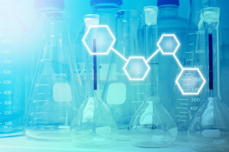 Laboratorium badanie - Naukowy Glassware lub zlewki z pustym miejscem obraz royalty free