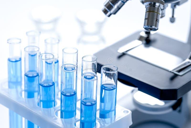 Laboratorium, chemii i nauki pojęcie na białym tle, obrazy royalty free