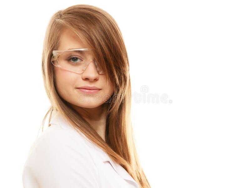 Laboratorium Geïsoleerde chemicusvrouw in beschermende brillenglazen royalty-vrije stock foto's