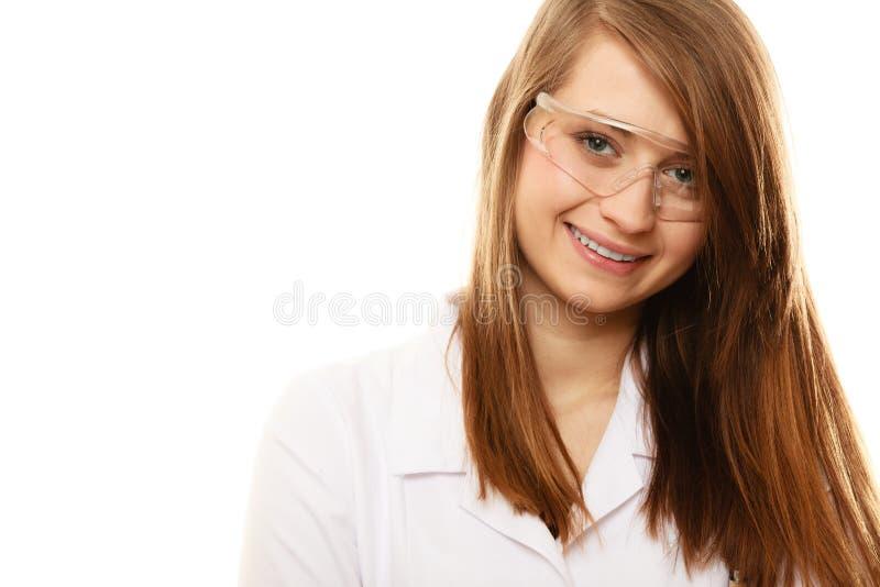 Laboratorium Geïsoleerde chemicusvrouw in beschermende brillenglazen stock afbeelding