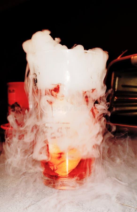 Laboratorium Naukowe Suchego lodu koktajl zdjęcie stock