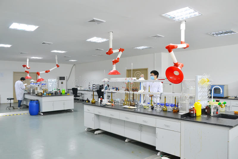 Laboratoriumexperiment stock afbeeldingen