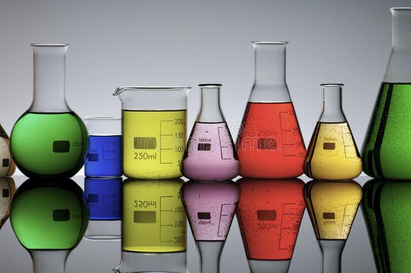 Laboratoriumflaskor royaltyfria foton