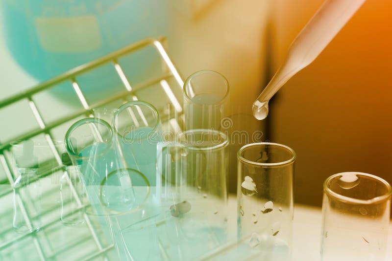 Laboratoriumforskning- och utvecklingsbegrepp arkivfoto