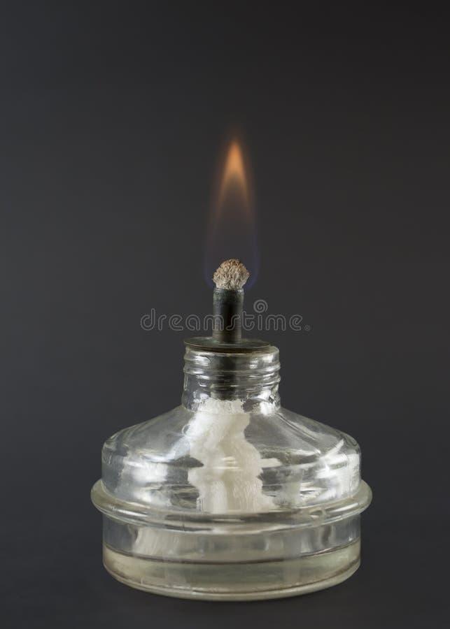 Laboratoriumgasbrännare och liten flamma arkivbilder
